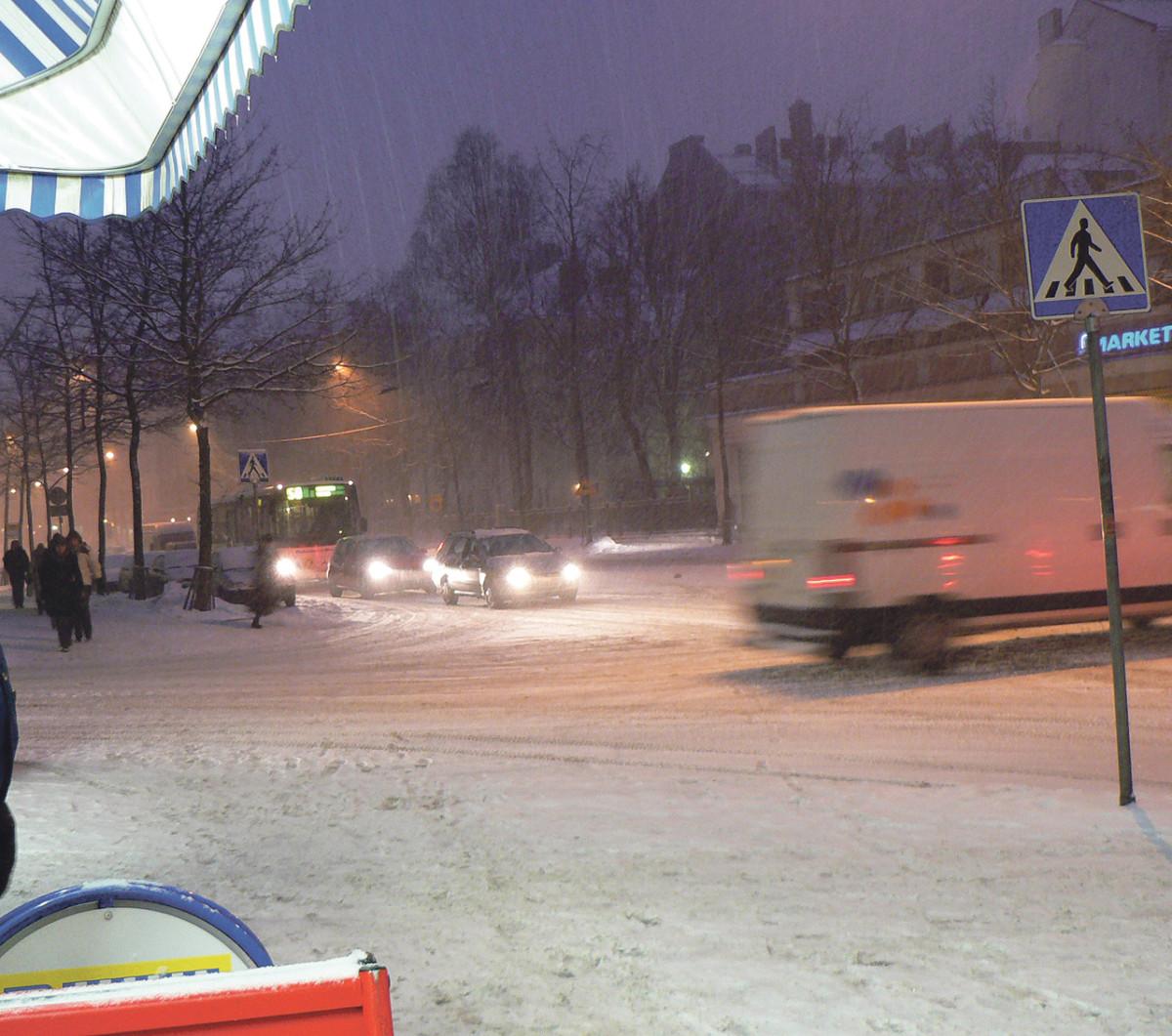 liikenne lumisade