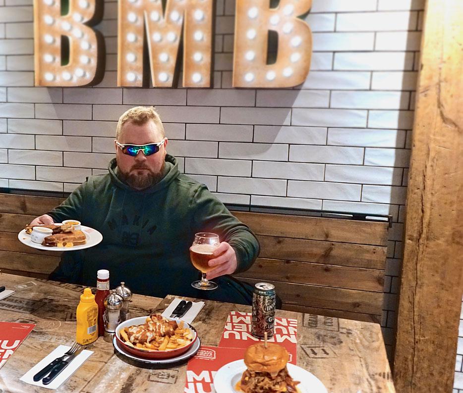 burgerimies__kuvaaja_tuukka_helminen