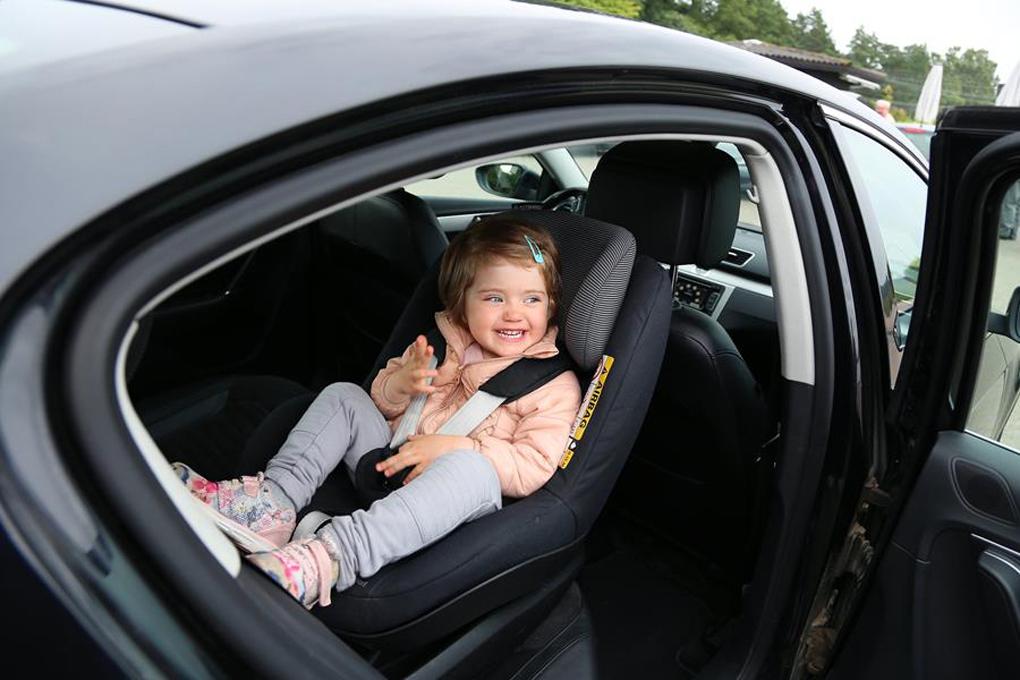 lapsi auto